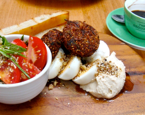 We loved Dad's favourite breaky: schiacciata bread, falafel, hummus, a hardboiled egg, labneh and a pretty tomato salad